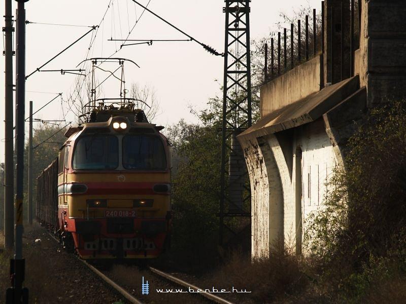 240 018-2 Komáromban fotó