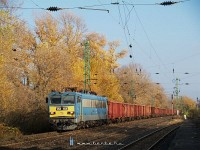 The V63 143 with another freght train at Kom�rom