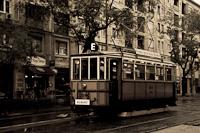 A BKV (eredetileg BKVT) V-típus 1074 a Fehérvári úton