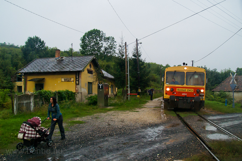 The MÁV Bzmot 243 seen at D picture