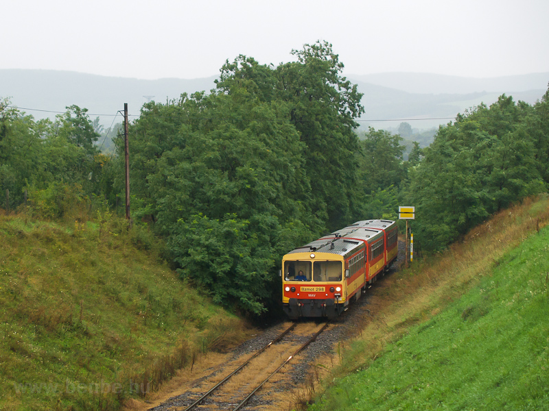 The MÁV Bzmot 298 seen betw picture