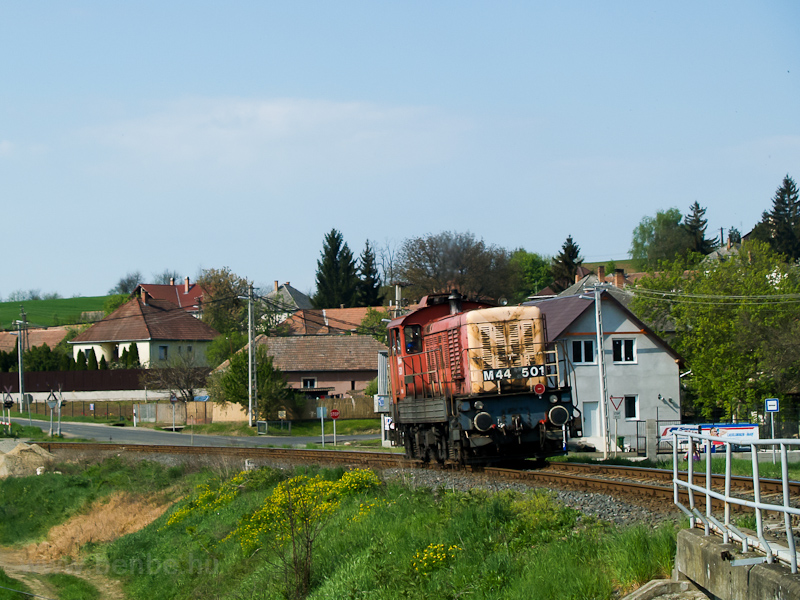 The M44 501 seen between Galgaguta and Acsa-Erdőkürt photo