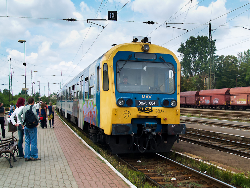 The Bmxt 004 seen at Vác st photo