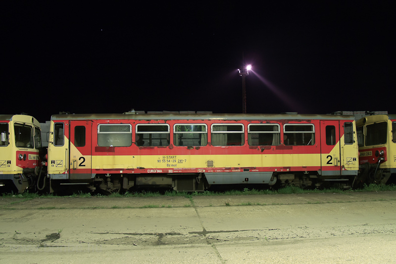 The MÁV Bzmot 241 seen at B photo