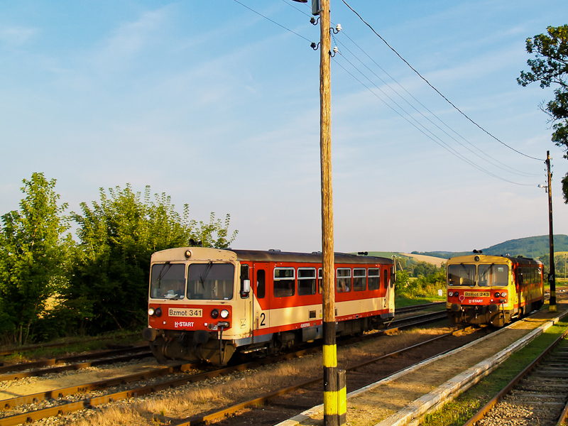 The MÁV-START Bzmot 341 and photo