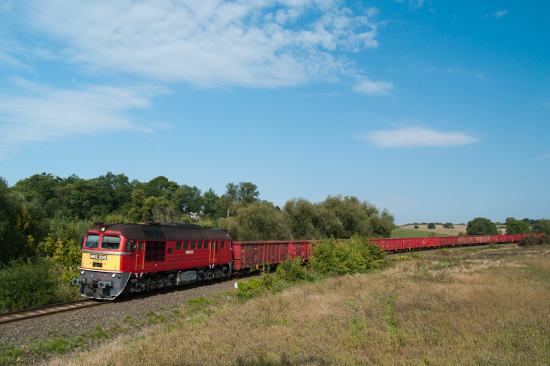 The MÁV-TR M62 230 seen between Püspökhatvan and Galgagyörk photo