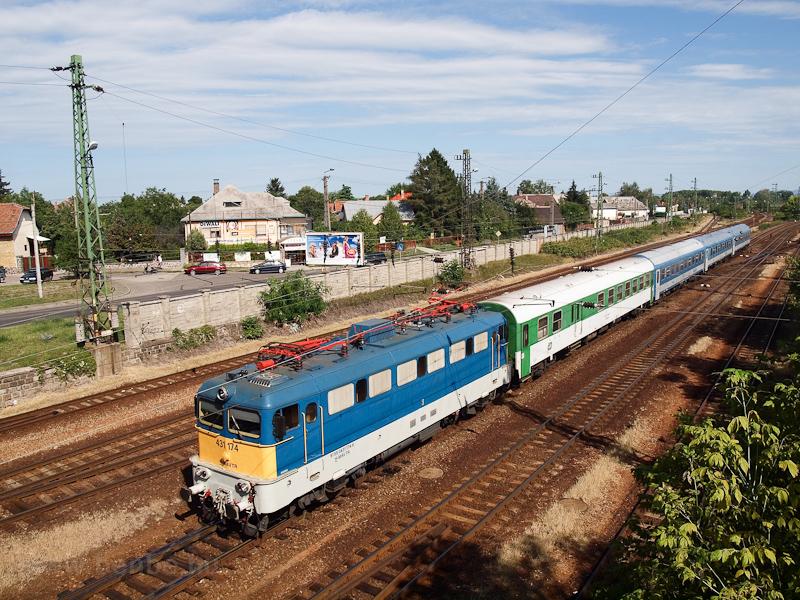 A MÁV-TR 431 174 Hatvan állomáson  fotó