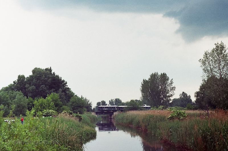 Az ABnymot 502 Kecel után a Duna-völgyi-főcsatorna hídján fotó