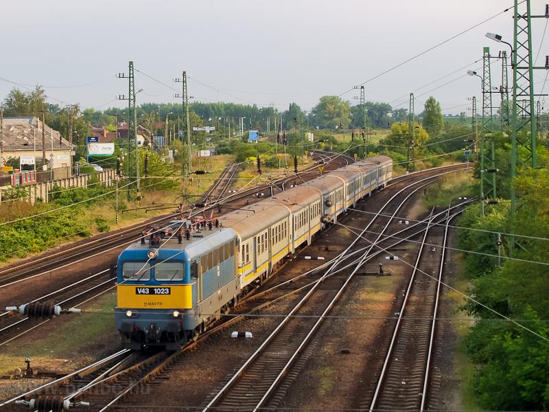 A V43 1023 érkezik szürke a fotó
