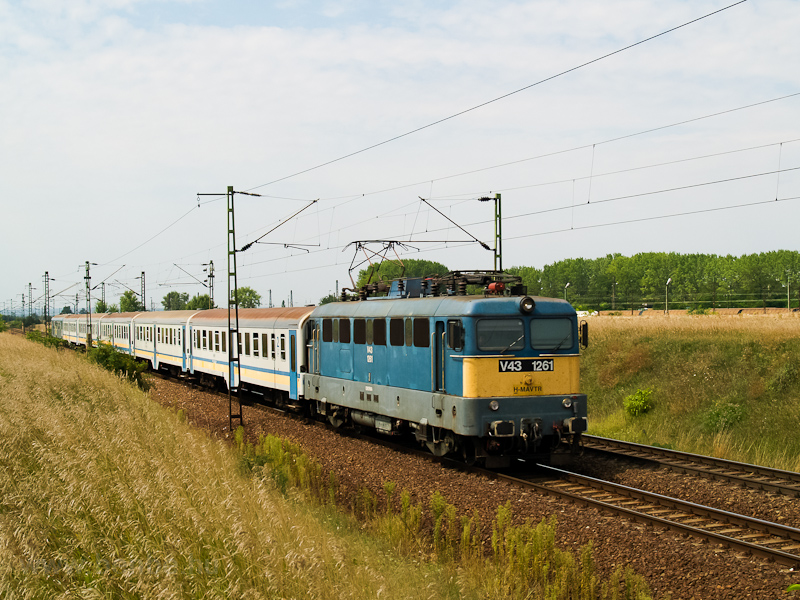 The MÁV-TR V43 1261 seen between Tura and Hatvan  photo