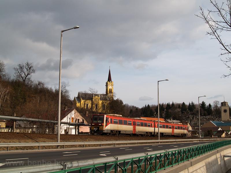The 6341 040-1 seen between Salgótarján and Somoskőújfalu  photo