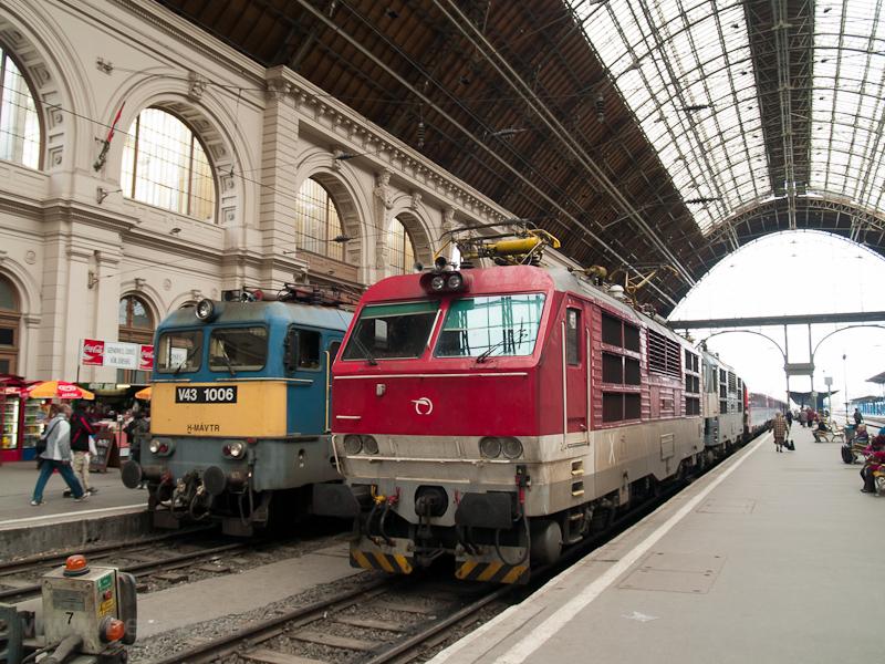 A MÁV-TR V43 1006 és a ŽSSK 350 011-3 Budapest-Keleti pályaudvaron  fotó