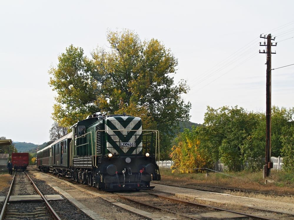 M44 209 Recsk-Parádfürdõ állomáson fotó