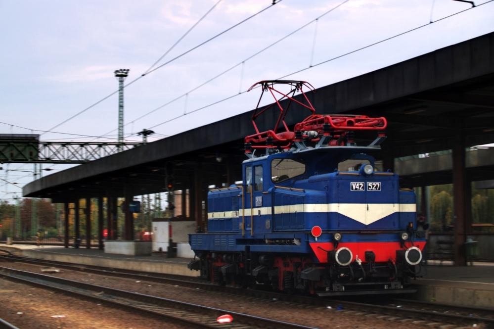 V42 527 Hatvanban fotó