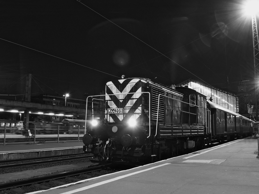 The M44 209 at Budapest-Nyugati photo