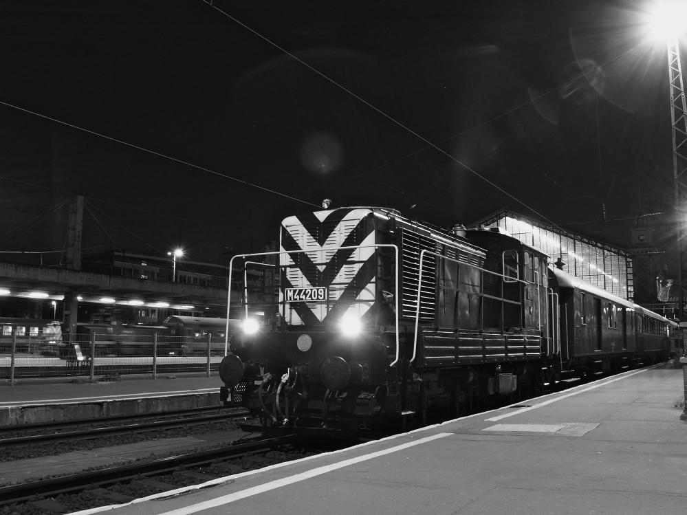 M44 209 Budapest-Nyugati pályaudvaron fotó