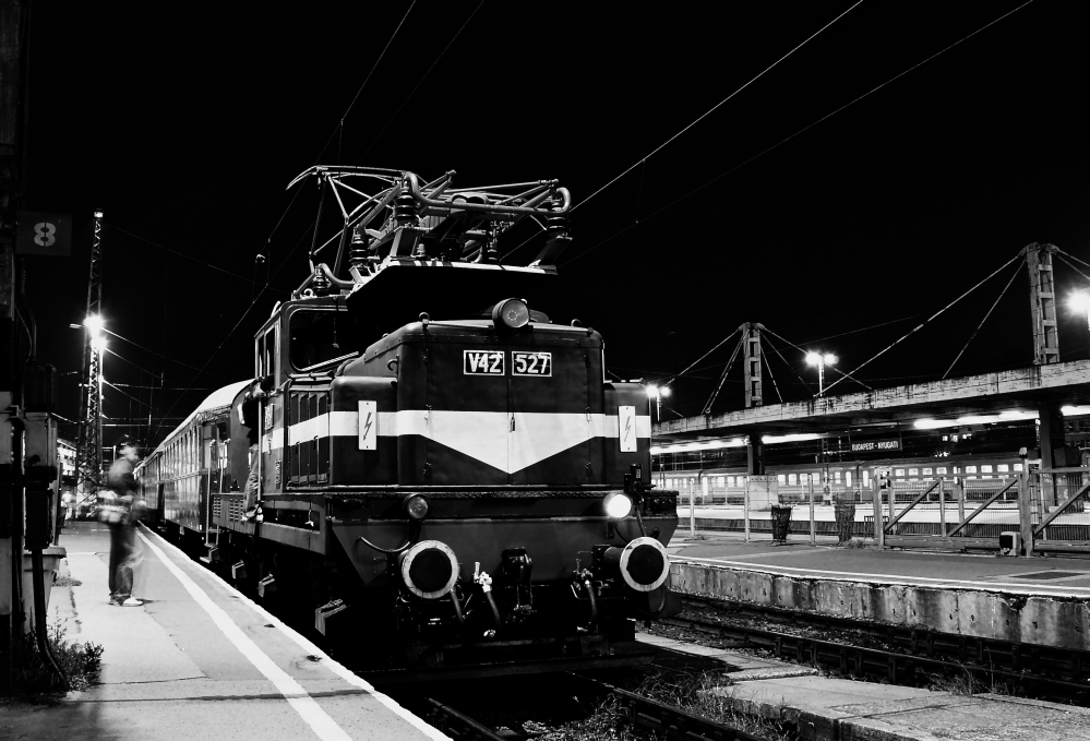 V42 527 Budapest-Nyugati pályaudvaron fotó