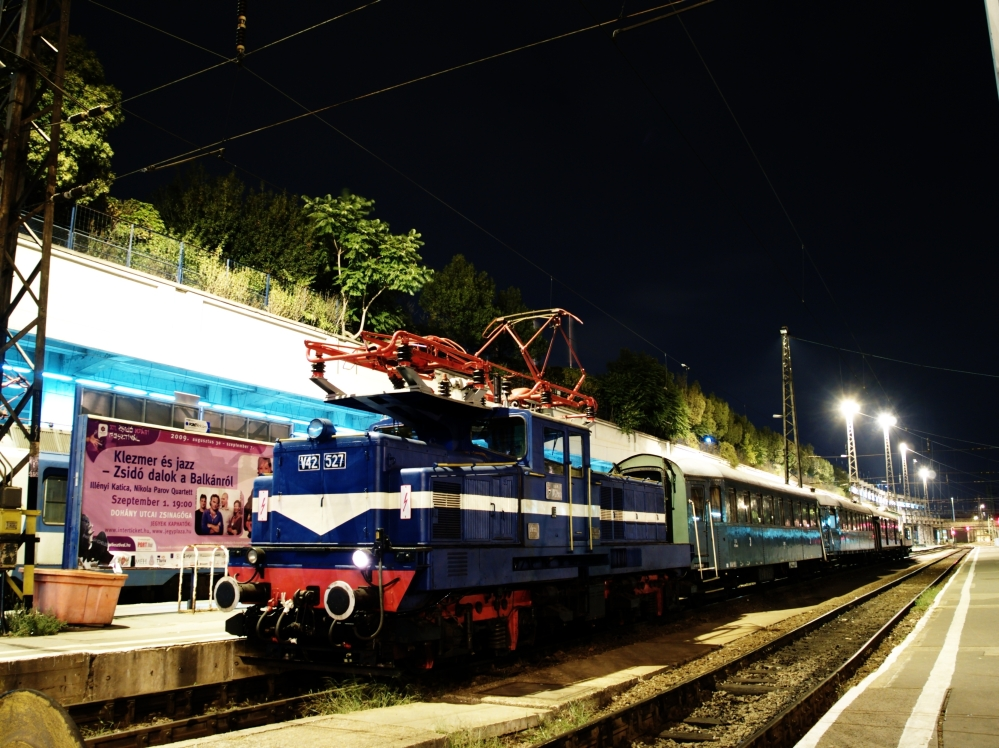 The V42 527 at Budapest-Nyugati photo