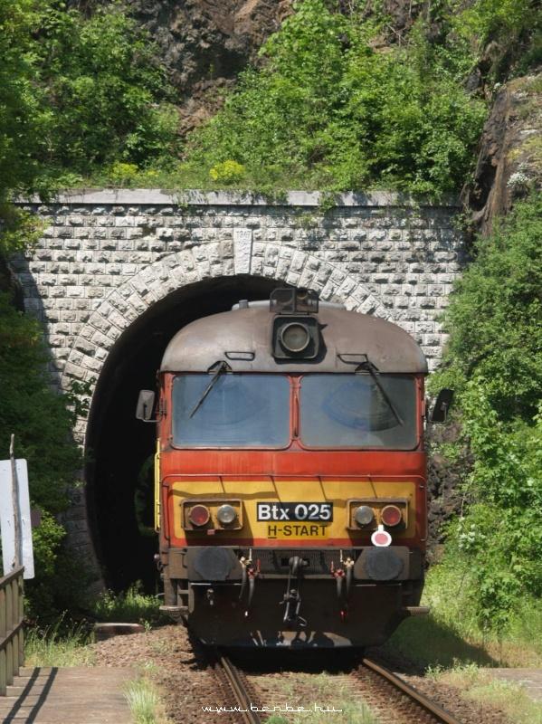 Btx 025 az Eger-Putnok vonal Szarvaskõi I. alagútjánál fotó