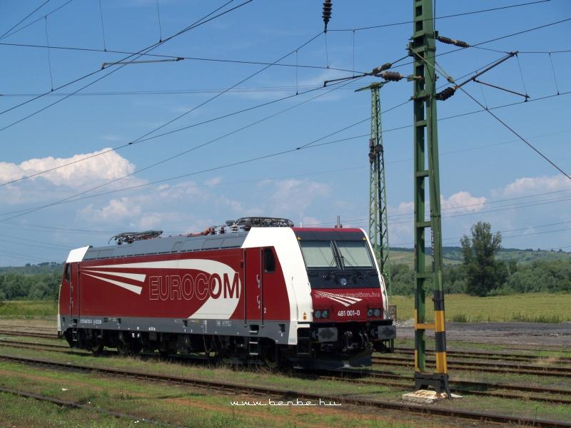 Az Eurocom 481 001-0 pályaszámú Bombardier TRAXX villanymozdonya Kazincbarcikán fotó