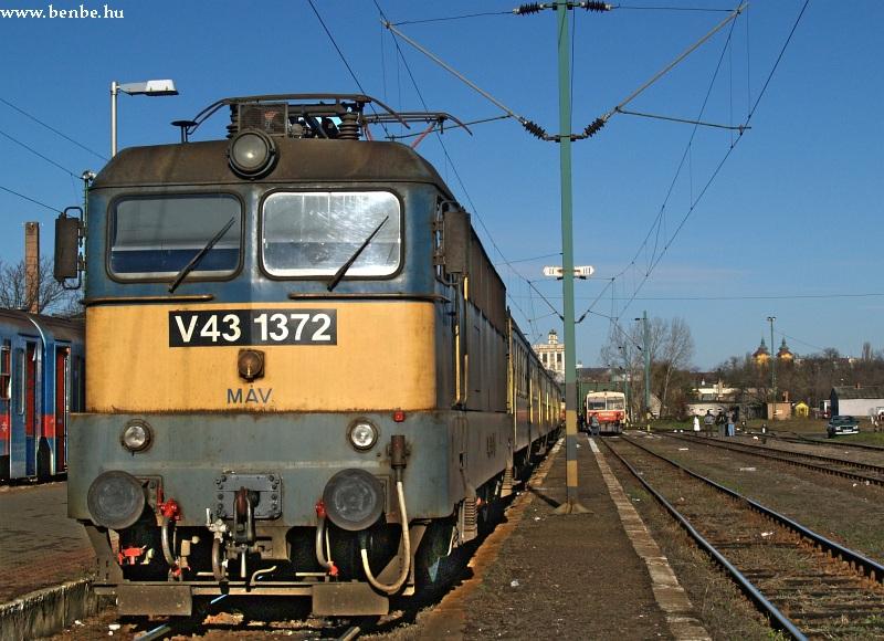 V43 1372 Eger állomáson fotó