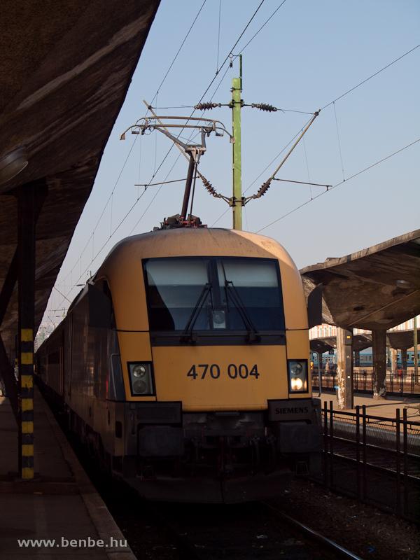 470 004 (ex 1047 004-5) a reggeli Budapest  - Sátoraljaújhely sebesvonattal Miskolc-Tiszai pályaudvaron fotó