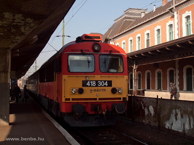 A MÁV-TR 418 304 (ex M41 2304) Miskolc-Tiszai pályaudvaron fotó