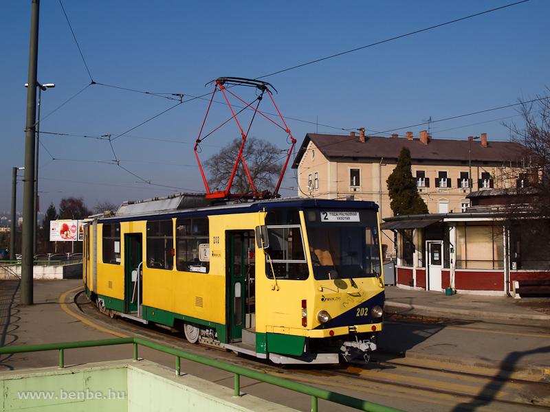 A 202-es pályaszámú miskolci KT8D5 Tatra-villamos kivételesen a 2-es vonalon Vasgyárba készül fotó