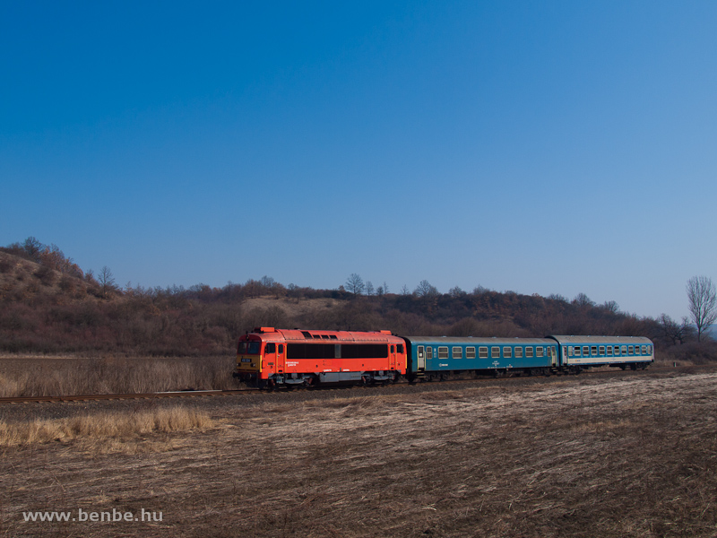 The MÁV-TR 418 304 (ex M41 2304) between Edelény and Szendrőlád photo