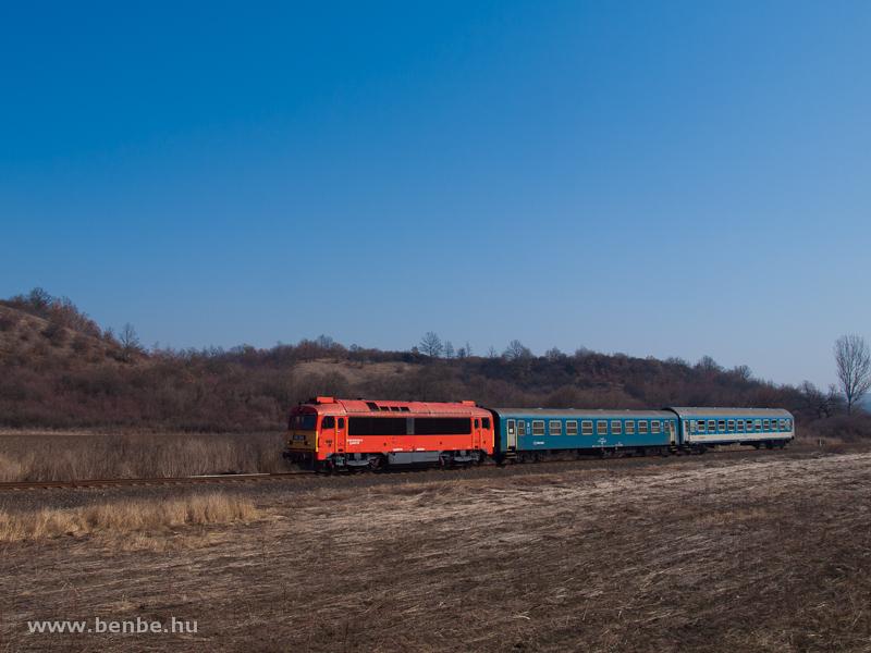 A MÁV-TR 418 304 (ex M41 2304) Edelény és Szendrőlád között fotó