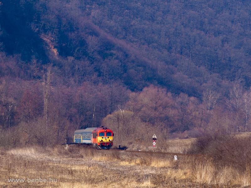 A MÁV-TR 418 163 (ex M41 2163) Szendrőlád és Edelény között fotó