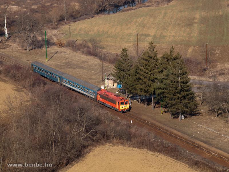 A 418 304 (ex M41 2304) Szendrőládnál fotó