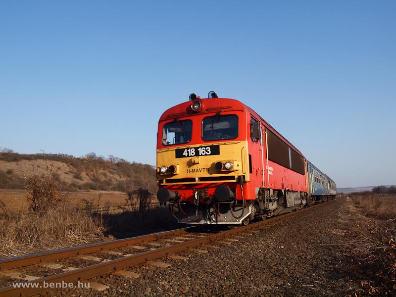A 418 163 (ex M41 2163) Szendrőládnál fotó