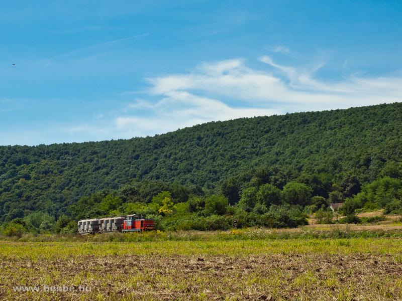 M47 1302 könnyű mellékvonali tehervonattal Szendrőlád és Szendrő között fotó