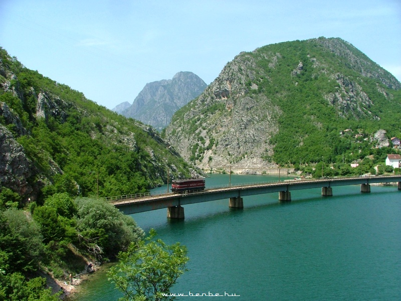 The ŽFBH 441 307 in the Neretva-valley photo