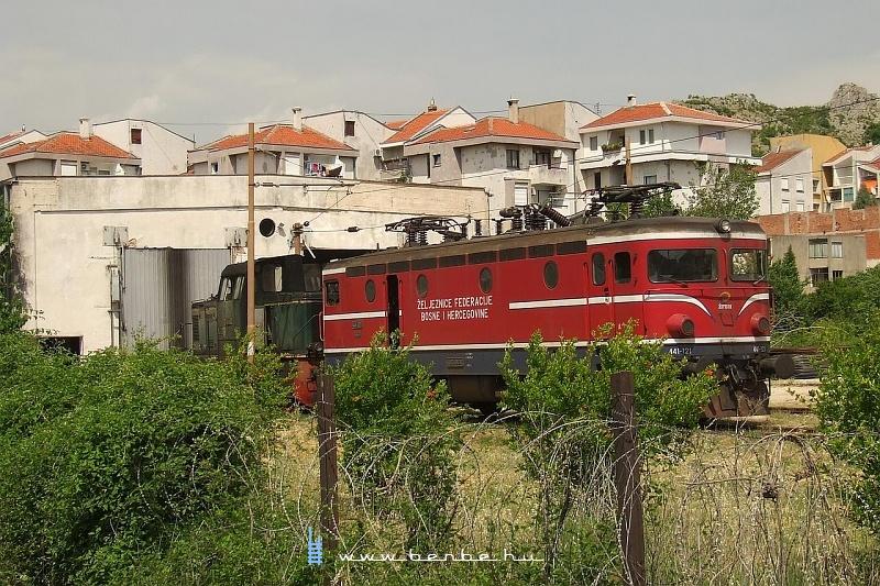 441-121 a mostari fûtõházban fotó