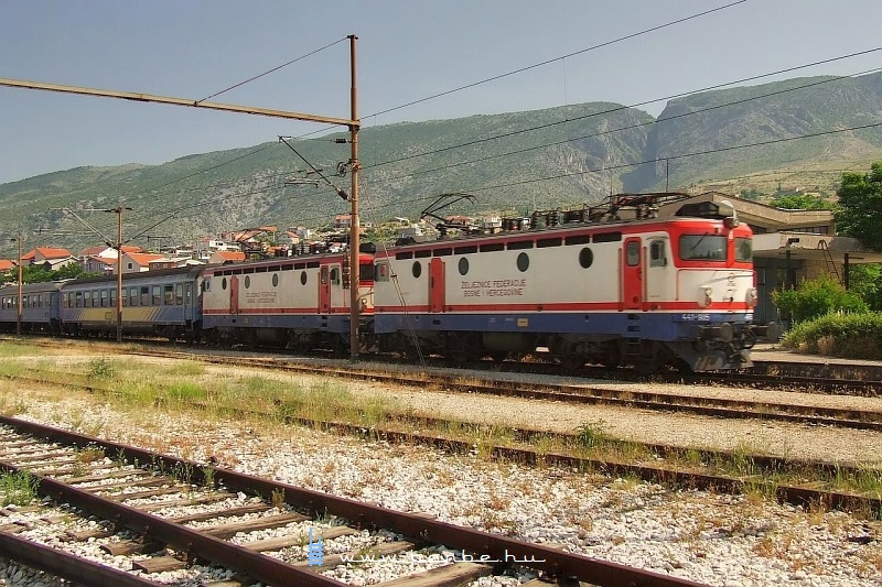 Gyorsvonat dupla 441-essel Mostarban fotó