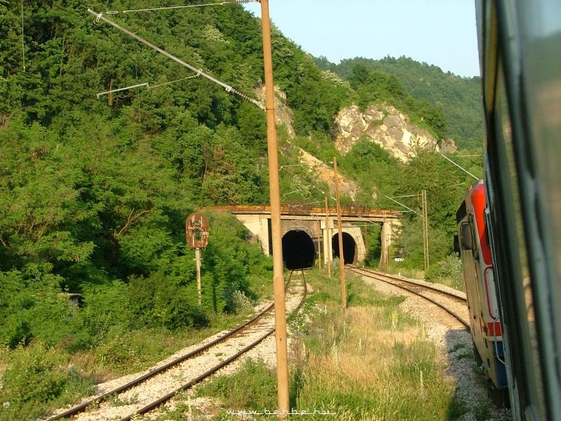 Alagutak Maglaj és Zenica között a Boszna folyó völgyében fotó