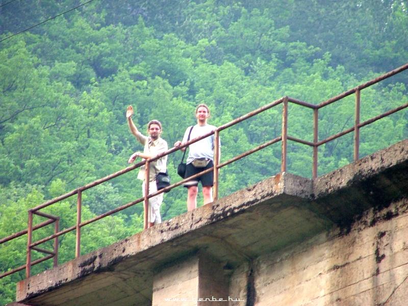 Feri és Viktor a nagy visszafordító viadukton fotó