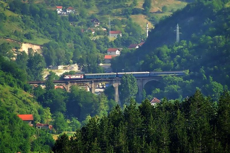441-906 a Nagy Visszafordító-viadukton fotó