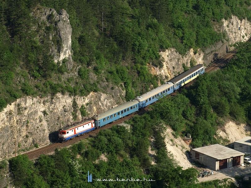 441-906 a legalsó szinten Konjic felé tart Žisvašnica közelében (370 méter) fotó