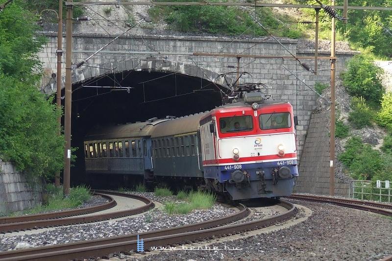 441-908 a középsõ szinten Ovčari állomáson fotó