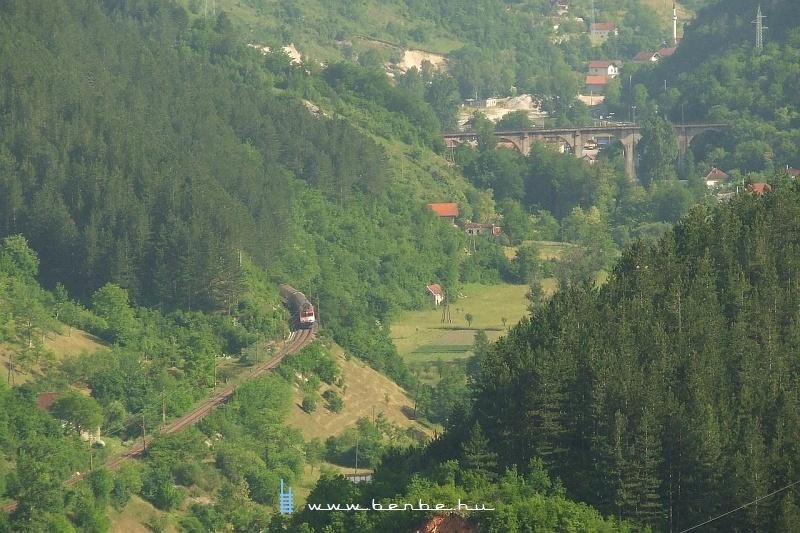 441-908 Konjic felé ereszkedik fotó