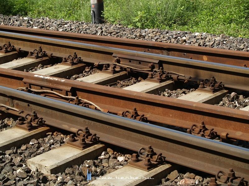 Hatvan kilós sín- és váltórendszerrel újították föl a pályát fotó