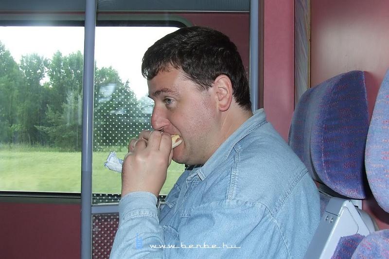 Tamás eszik fotó