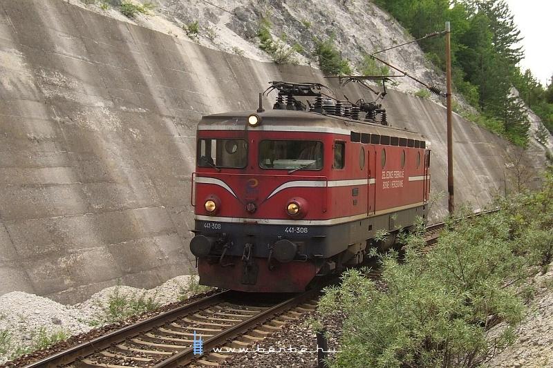 441-308 Ovcari állomás elõtt a rövid alagutaknál fotó