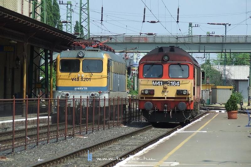 V43 3201 és M41 2164 Pécsett fotó