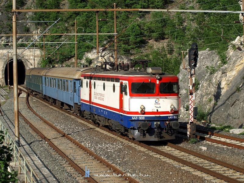 441-908 Ovcariban fotó