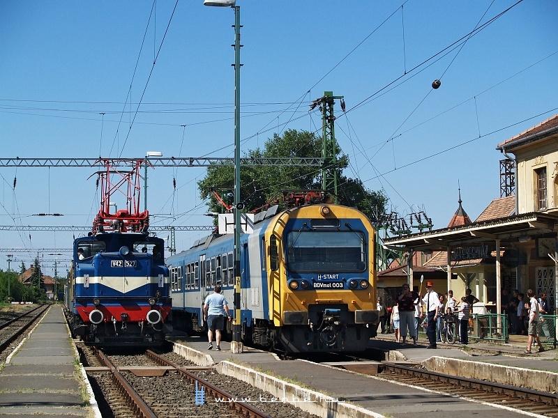 V42 527 és BDVmot 003 Veresegyházon fotó