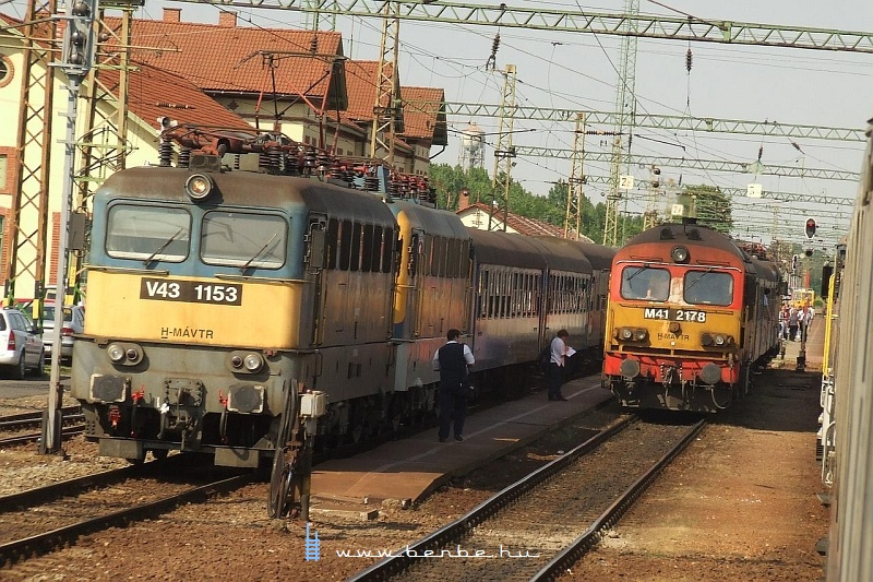 V43 1153 és M41 2178 Dombóváron fotó